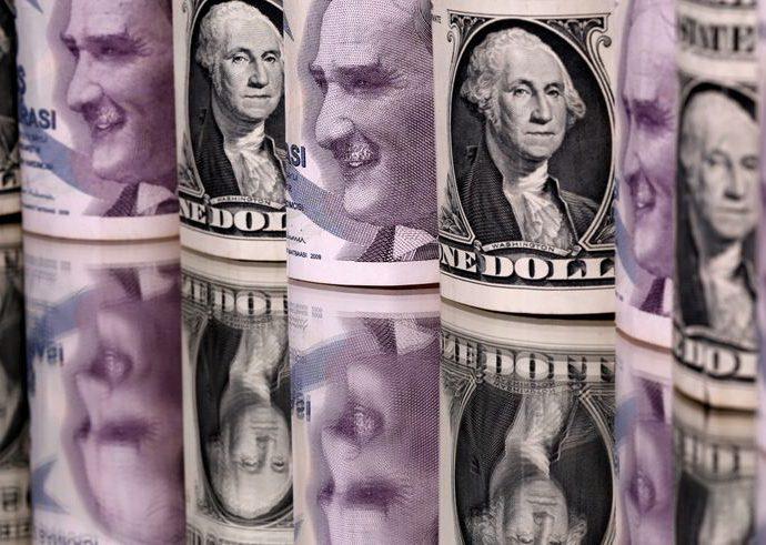 Turkish lira falls to record low against U.S. dollar